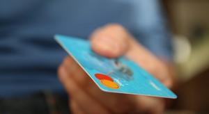 Karty kredytowe w odwrocie