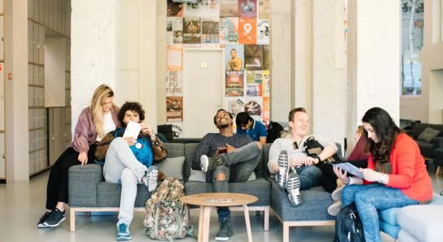 Jak nowa generacja podróżników zmienia branżę hotelarską