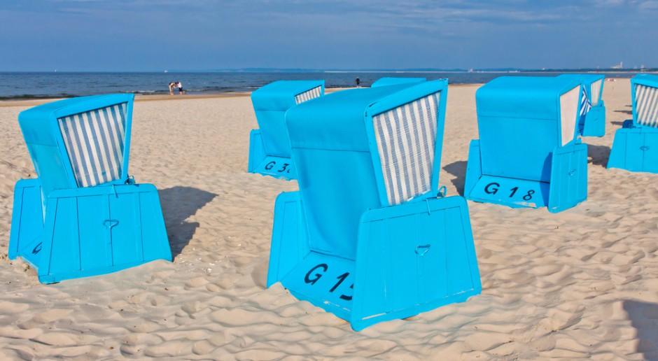 W wakacje na wybrzeżu więcej turystów korzystających z bazy noclegowej