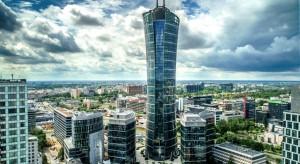 Warsaw Spire chowa się przed słońcem