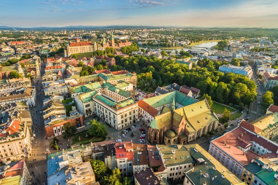 Radny o przejmowaniu nieruchomości w Krakowie: kamienice sprzedawały dzieci albo 130-latkowie