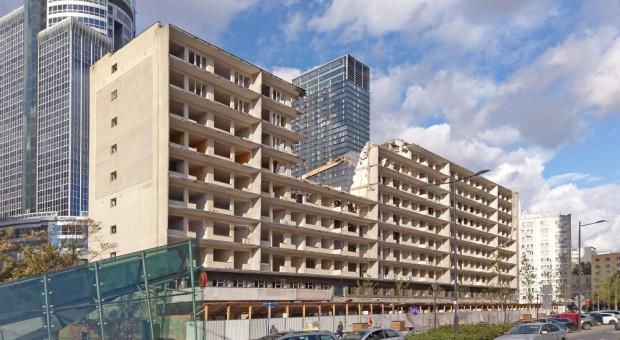 Coraz bliżej PHN Tower. Budynek przy Świętokrzyskiej 36 znika w oczach