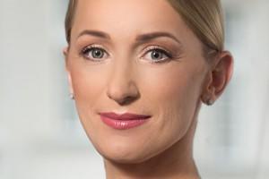 M7 Real Estate Poland w kobiecych rękach