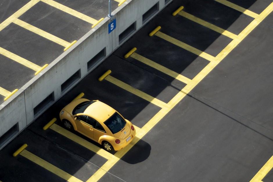 Motoryzacyjni giganci tworzą sieć stacji dla pojazdów elektrycznych