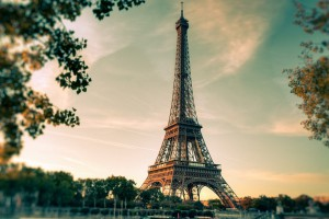 Paryż i Amsterdam - wygrani Brexitu
