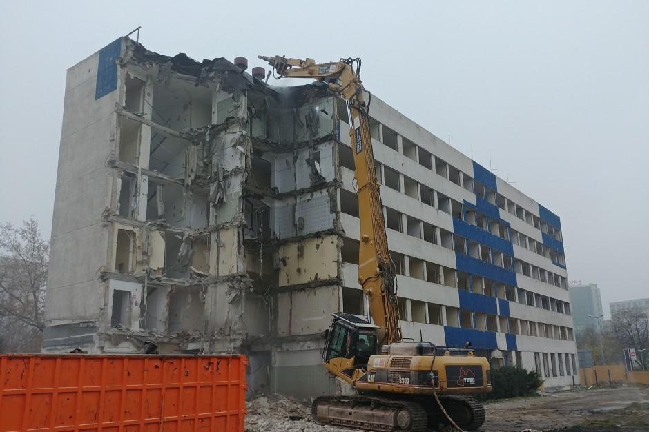PHN znów burzy stare, aby budować nowe