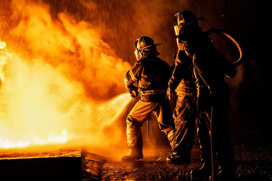 Pożar pasażu handlowego w Żarach