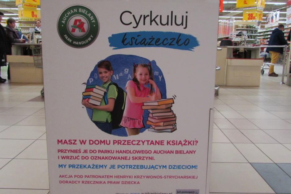 Trwa charytatywna zbiórka książek dla dzieci w Centrach Handlowych Auchan
