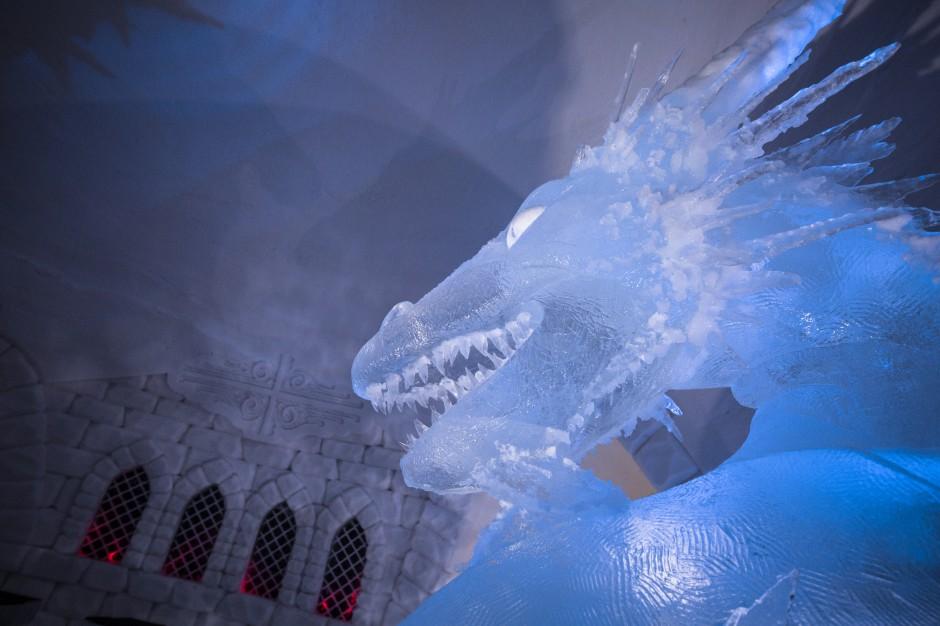 """Kraina lodu i śniegu. Świat """"Gry o tron"""" ożywa w niezwykłym fińskim hotelu SnowVillage"""
