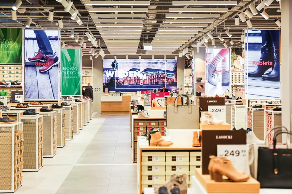 CCC sprzedaje mniej w sklepach, więcej w internecie
