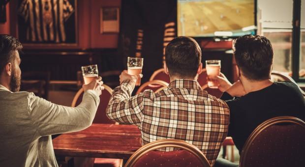 Miasta bez stref kibica na Euro 2020. Skorzystają puby, restauracje i bary
