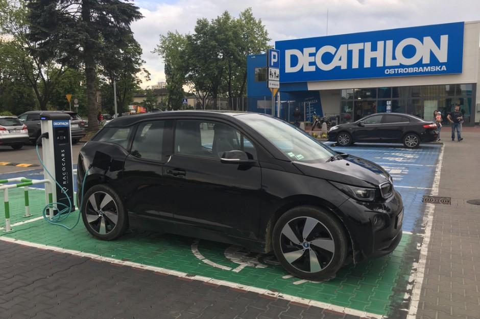 Nowa stacja ładowania w Decathlonie. Pierwsza taka w Polsce