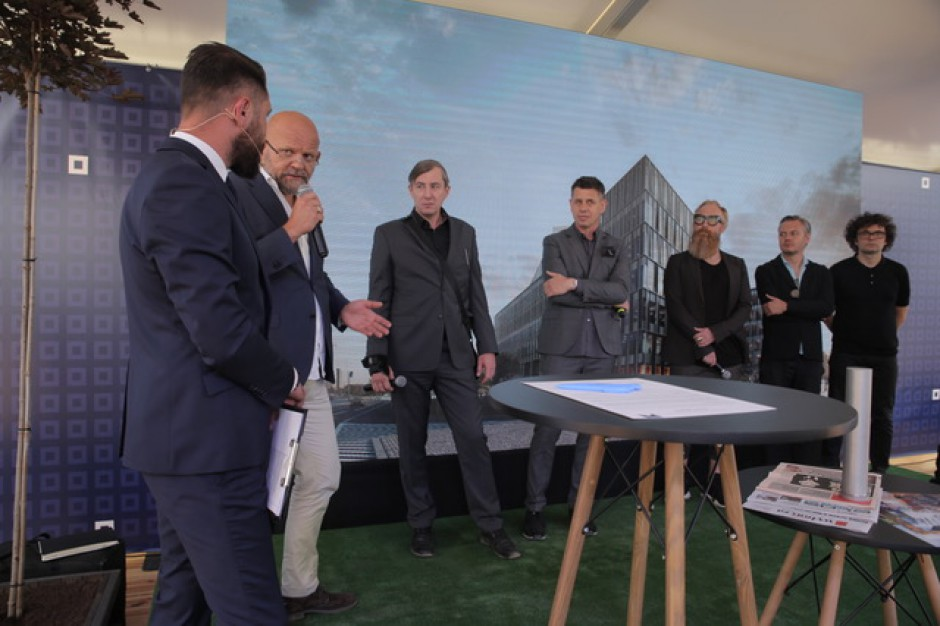 Skanska odda mieszkańcom część Poznania. Nowy Rynek z kamieniem węgielnym i pierwszym kupcem