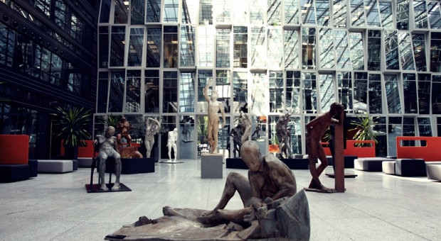 Rzeźby studentów w Wola Center