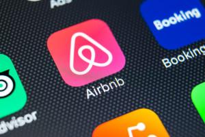 Airbnb na fali. Giełdowy debiut w planach