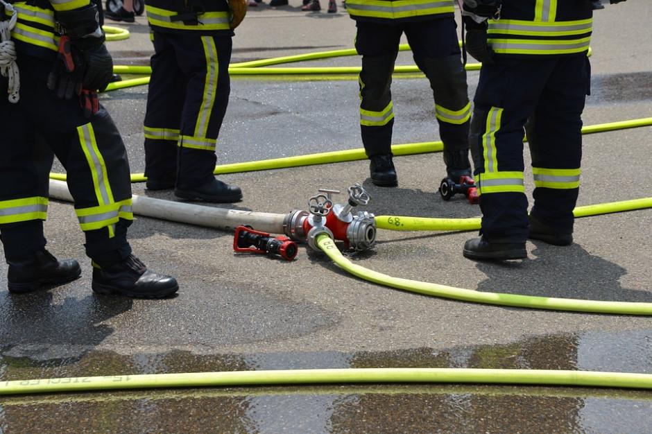 Strażacy opanowali pożar hali z fajerwerkami