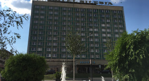 Hotel Silesia rozłupywany na pół