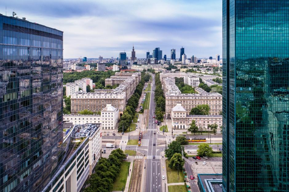 Biurowe centra rosną na szlaku warszawskiego metra