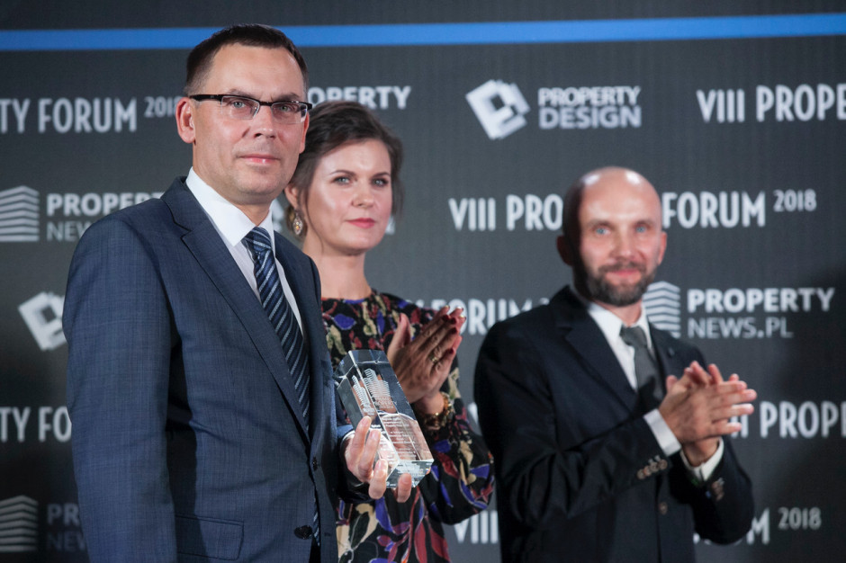 Wojciech Kuśpik, prezes PTWP oraz Małgorzata Burzec-Lewandowska i Robert Posytek, redaktorzy naczelni PropertyNews.pl i PropertyDesign.pl.