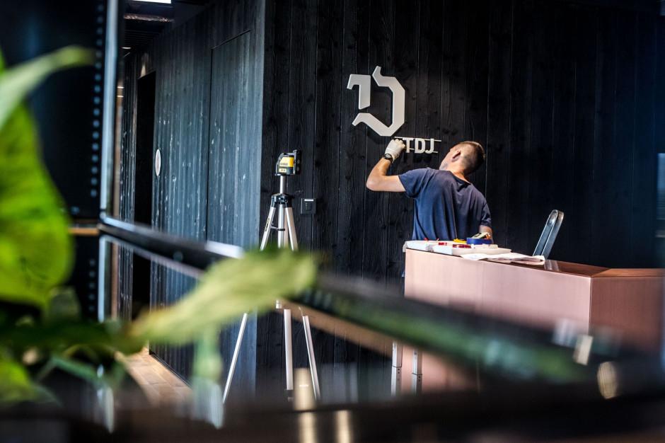 TDJ zajął 6. piętro w biurowcu .KTW I