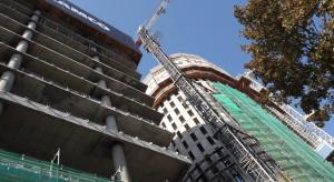 Stołeczne wieże pną się w górę. Zaglądamy na plac budowy