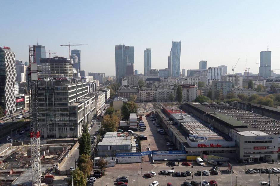 Warszawski rynek biurowy rośnie wolniej, ale popyt nie maleje