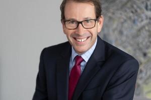 Charles Taylor o handlowych wyzwaniach i biurowych niespodziankach