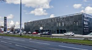 Samochody Traficara i TrafiCargo przy Galerii City Meble w Gdańsku