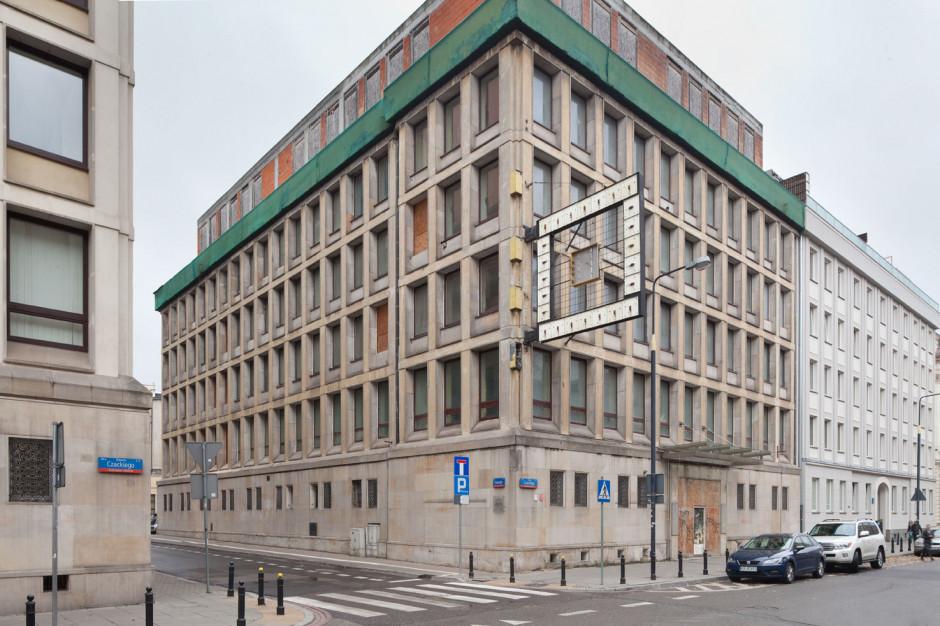 Adgar z nieruchomością w centrum Warszawy. Na horyzoncie śródmiejskie Brain Embassy