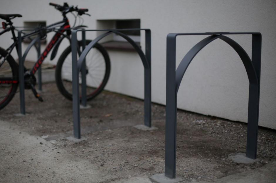 Jutro bez smogu. Huta przetapia kopciuchy na stojaki rowerowe