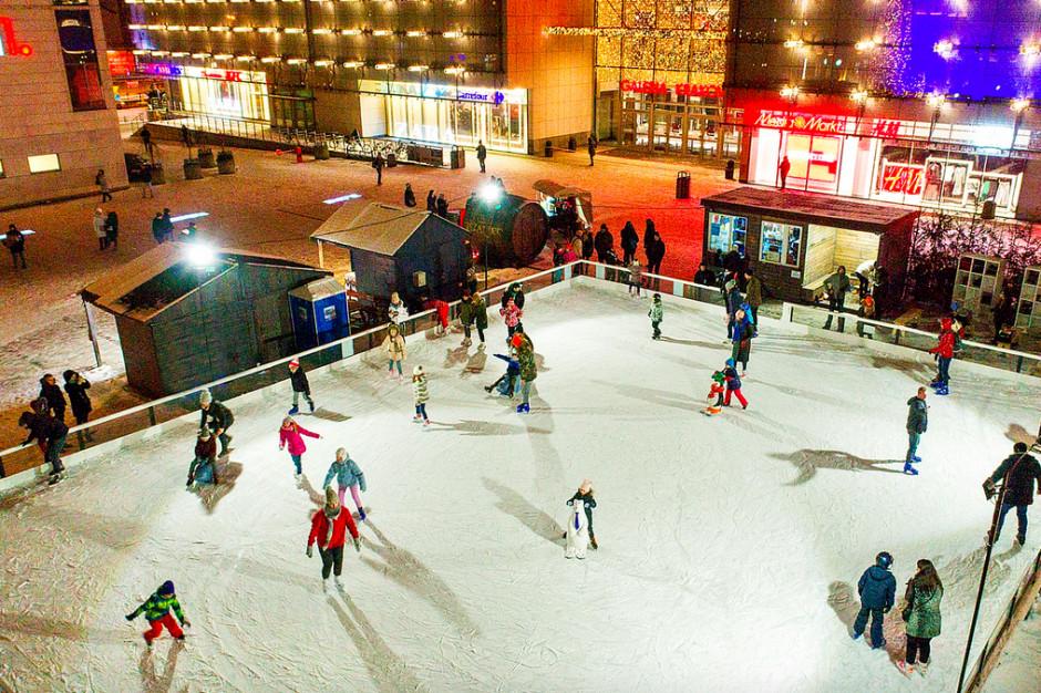 Aktywny początek roku na lodowisku przed Galerią Krakowską
