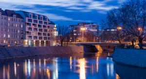 Butikowe mieszkania typu waterfront i penthouse'y z balkonami nad samą rzeką