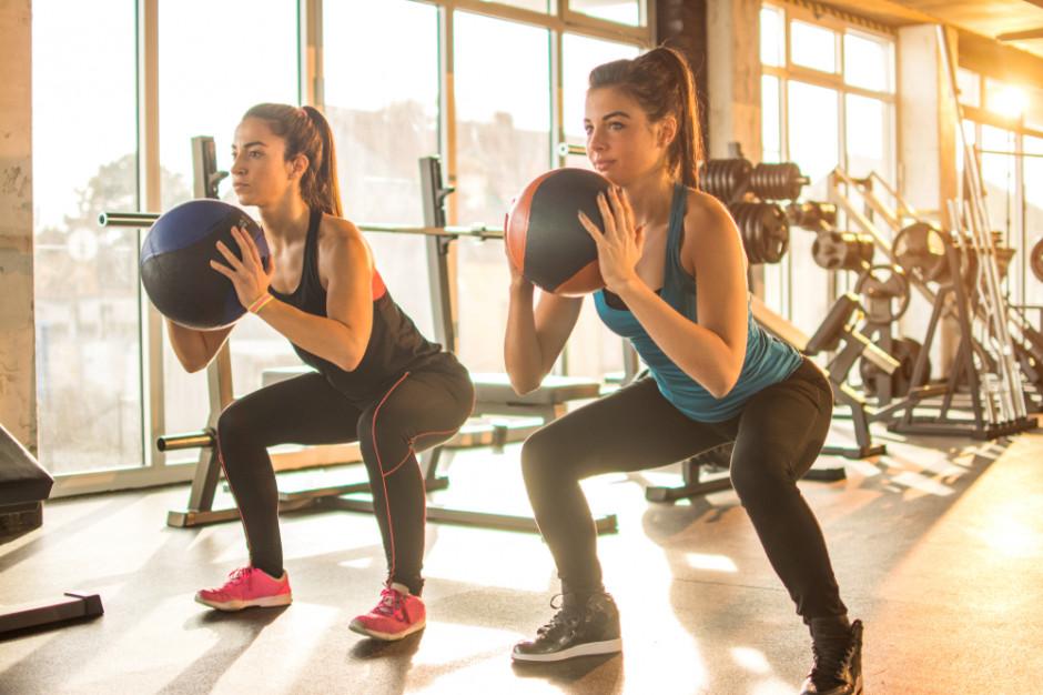 Policja w klubach fitness, choć biznes działa legalnie