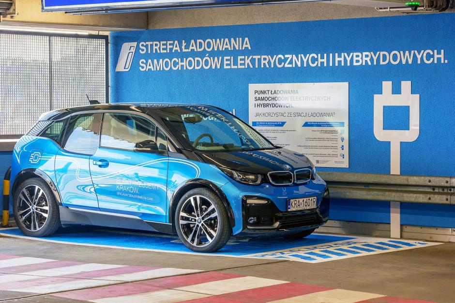 W Galerii Krakowskiej uruchomiono stację ładowania pojazdów elektrycznych