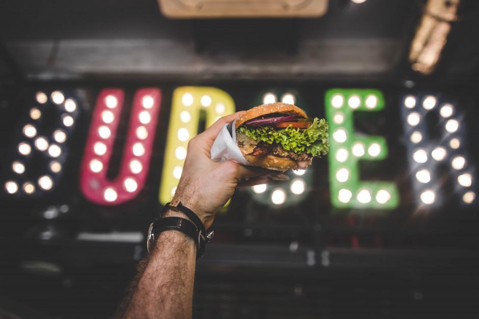 Real Food z markami Bobby Burger i Wegeguru. Teraz crowdfunding, potem giełda
