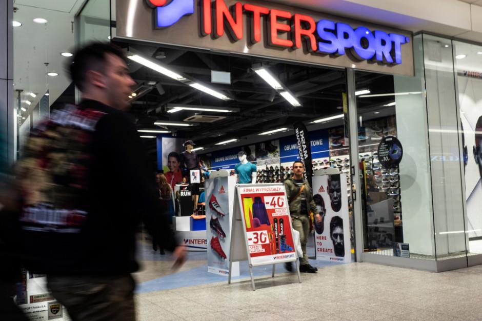 Sportowa sieć ma już 5,4 tys. sklepów. Jak radzi sobie w Polsce?