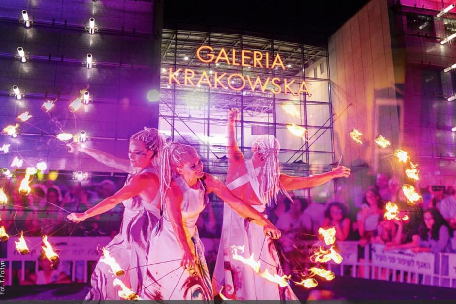 Plac przed Galerią Krakowską zmienia się w scenę teatralną