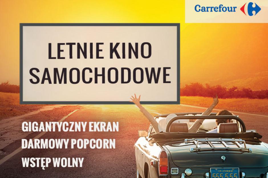 Samochodowe kino letnie na parkingach Carrefoura