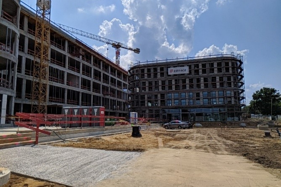 Wiecha na budynku DL Center Point Katowice II