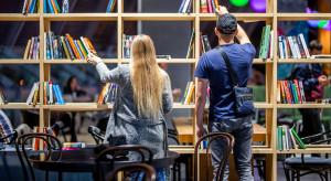 Biblioteka w centrum handlowym? Nowy odbiorca oczekuje czegoś więcej niż sam handel