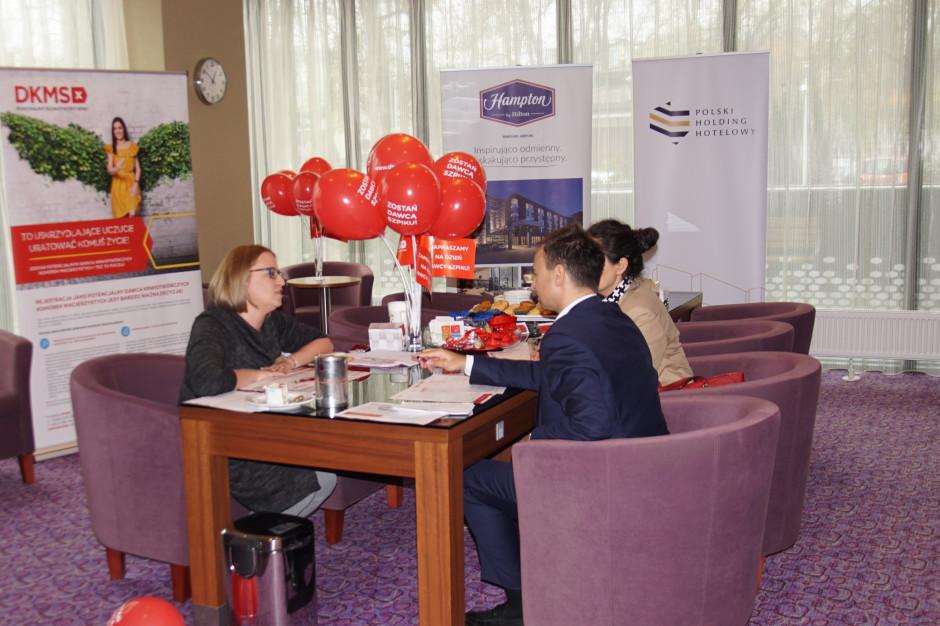 Hampton by Hilton Warsaw Airport obchodzi urodziny z Fundacją DKMS