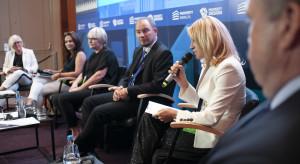 Centra handlowe mogą korzystać z fenomenu internetu i budować synergię on-line i off-line