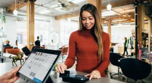 Klient ma głos, a handel stawia na cyfryzację. Raport o świątecznych zakupach