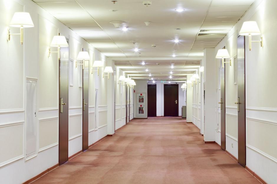 Goście hoteli zapłacą za droższy prąd dla biznesu?