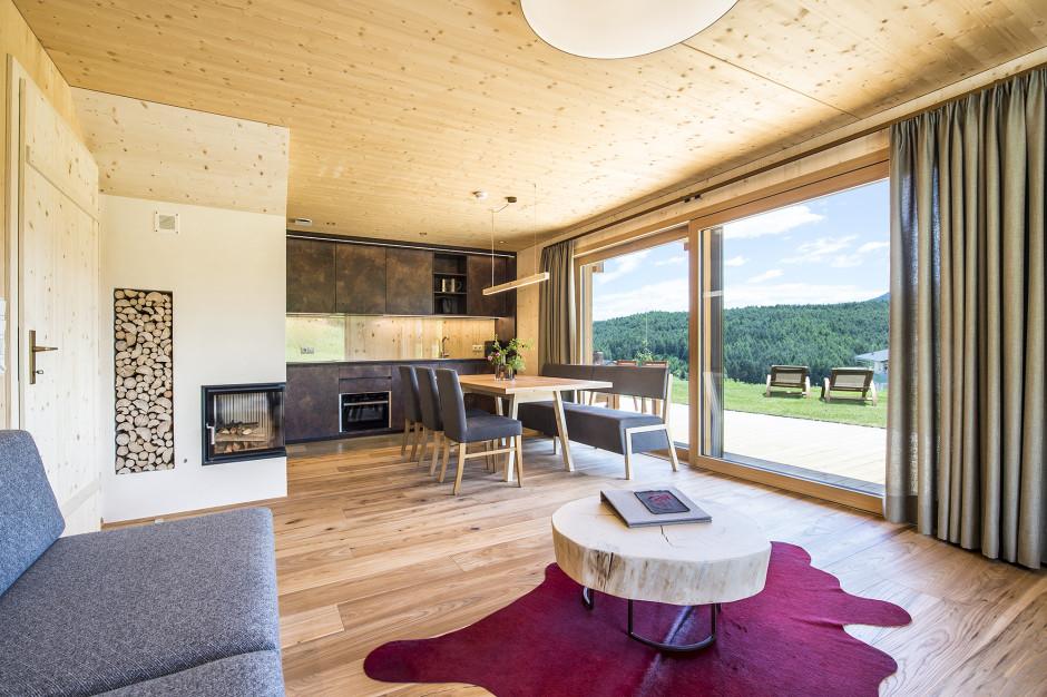 Bajeczny górski krajobraz i czyste jeziora. Zobacz wnętrza 5 apartamentów w Południowym Tyrolu