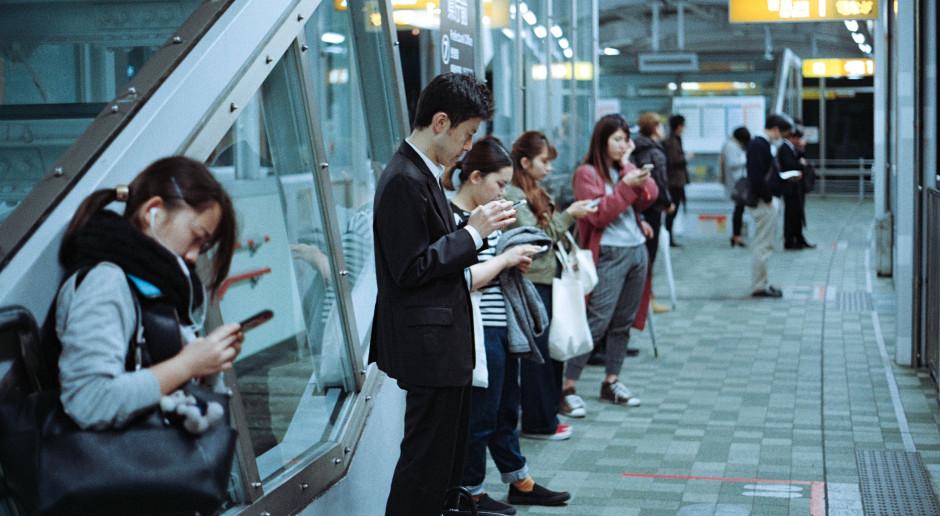 W wybranych salonach Samsung Brand Store można zdezynfekować smartfona
