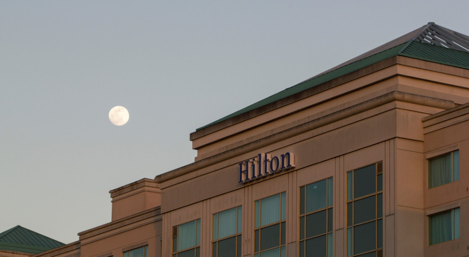 Hilton tnie koszty. Prezes rezygnuje z wynagrodzenia