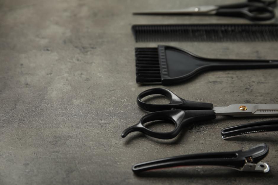 Resort finansów opóźni obowiązek wprowadzenia kas on-line dla fryzjerów