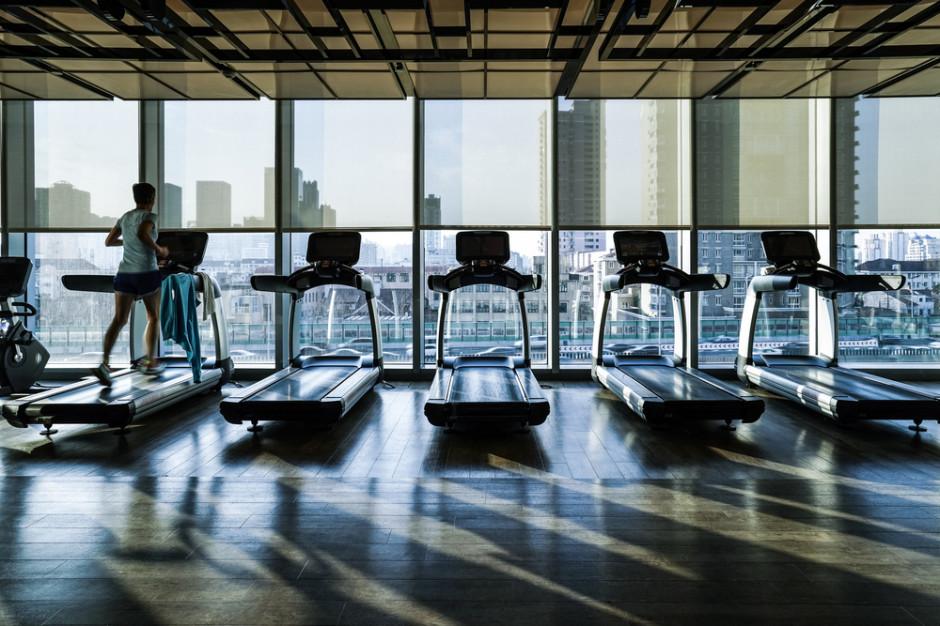 Hotele do zamknięcia, restauracje i kluby fitness wciąż nieczynne. Jest rozporządzenie