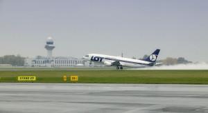 LOT chce 2-letniego postojowego dla pilotów i stewardess. Związki przeciwne